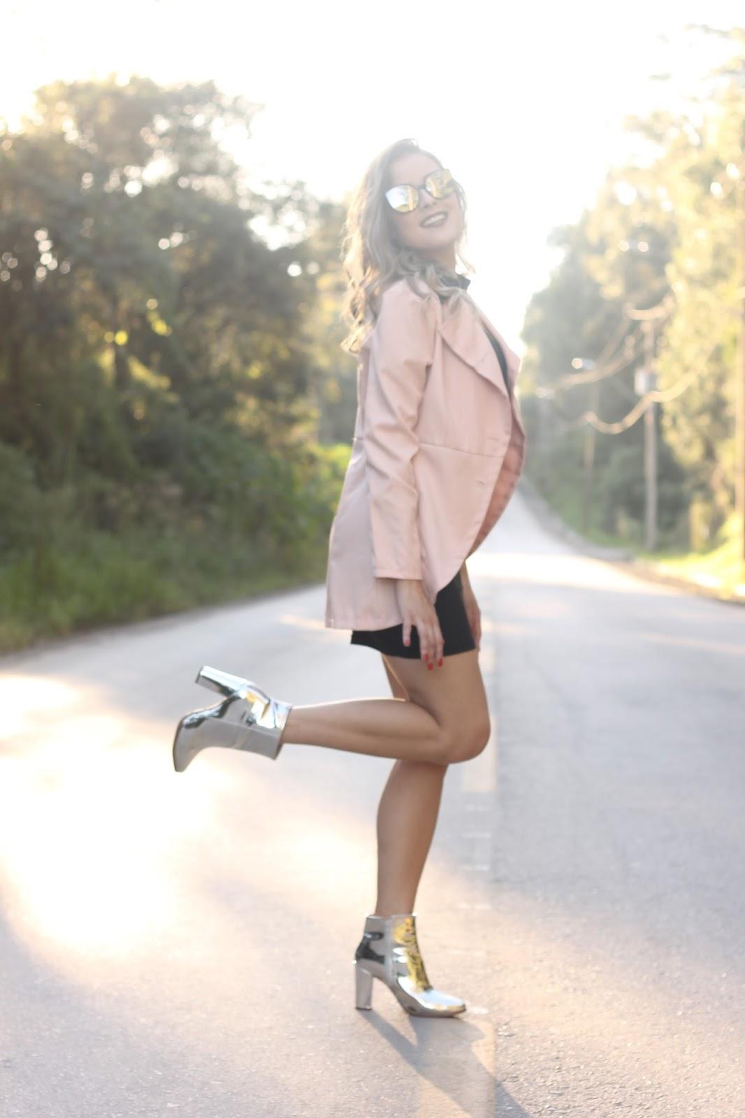 look-bota-metalizada-blazer-rosa-ally-arruda