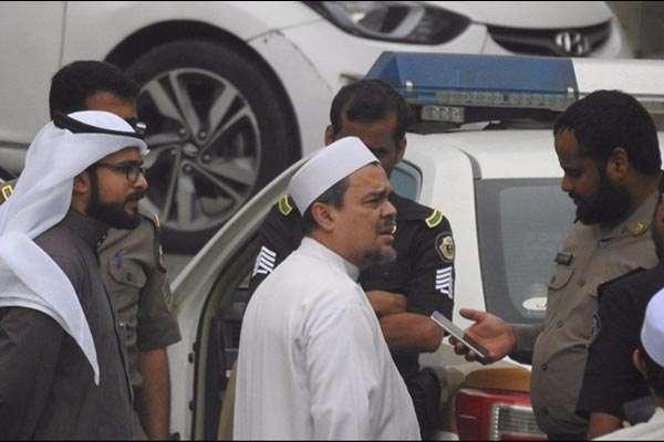 Kemlu: Habib Rizieq Diperiksa Aparat Saudi karena Aduan Pasang Bendera Mirip milik ISIS