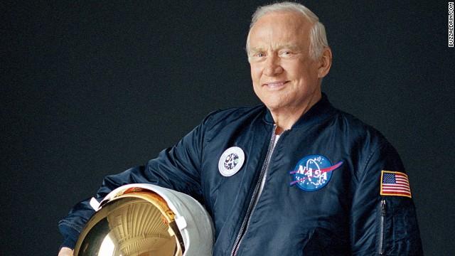 astronot buzz aldrin