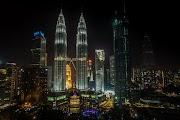 Menara Berkembar Petronas Malaysia dan Lensa Cembung Portable