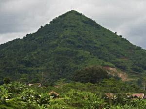 http://3.bp.blogspot.com/-O_M7dHrXeqI/TWyU6mmiGFI/AAAAAAAADGE/GoKcwGfOM-I/s320/105777_gunung-lalakon-bandung--credit--turangga-seta-_300_225.jpg