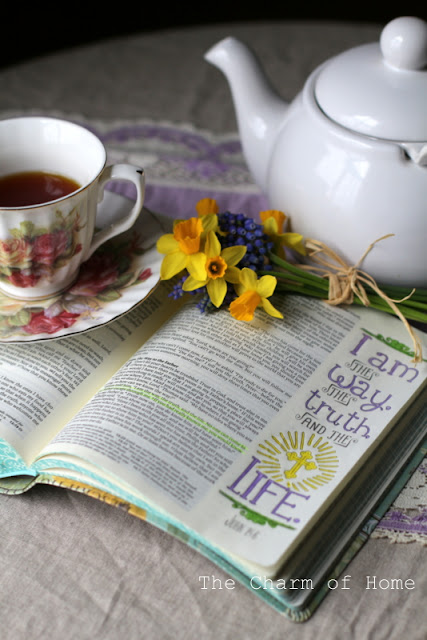 Journaling Bible: The Charm of Home