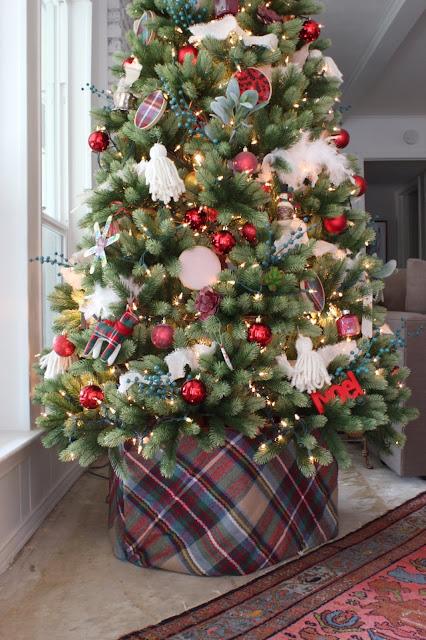 A free Christmas tree collar DIY | House Homemade