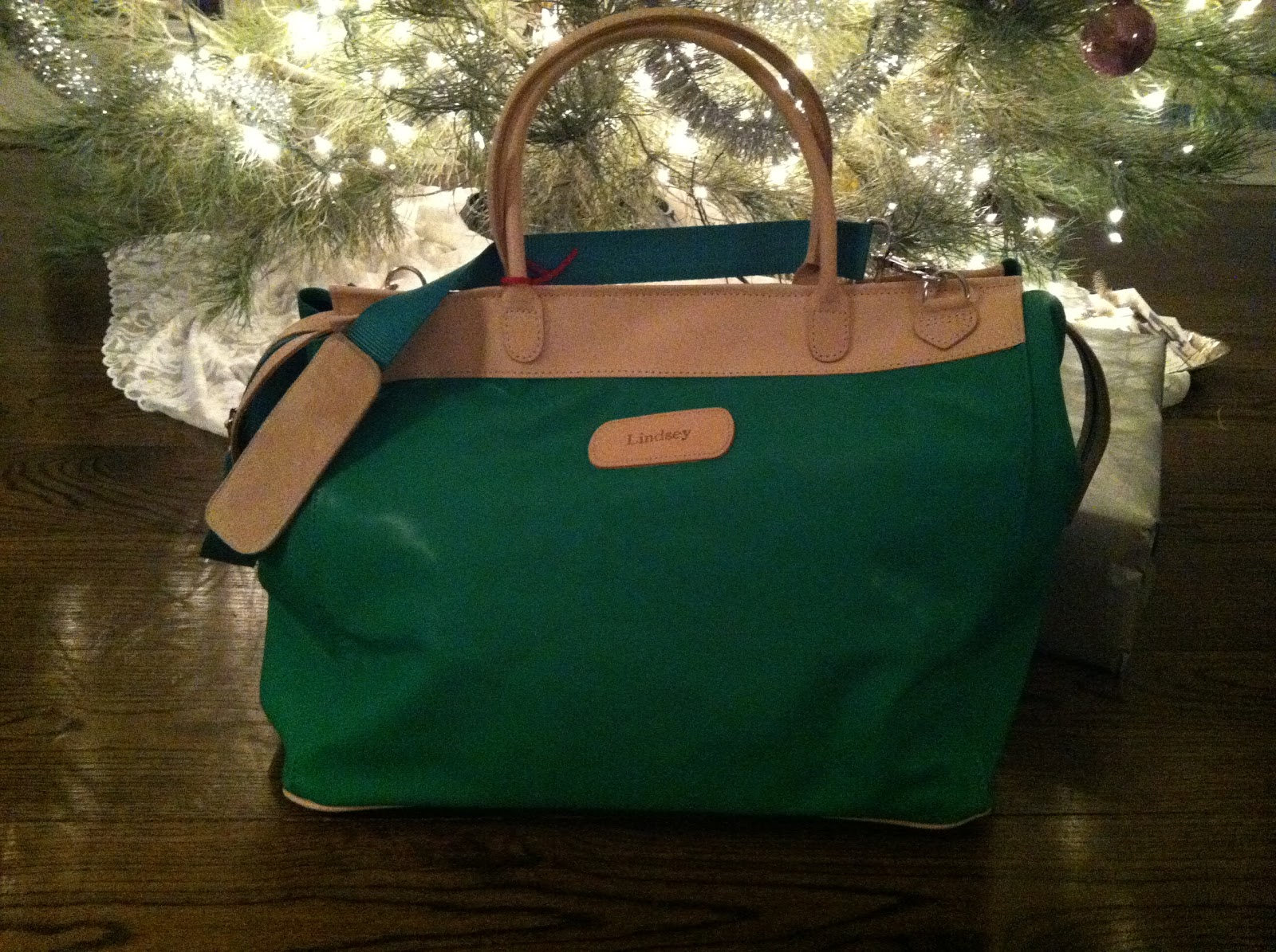 The Burleson Bag In Kelly Green Makes Perfect Companion For Those Long Weekend Getaways It Has Inside And Outside