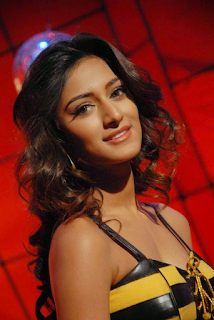 Most Popular Celebrities Erica Fernandes HD Wallpapers19.png