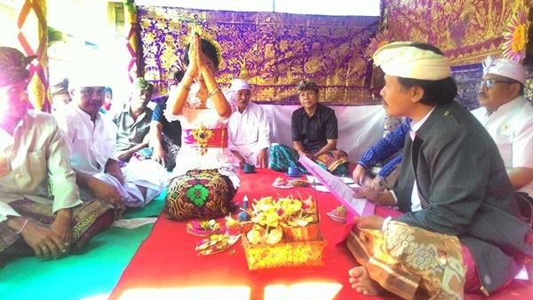 Upacara Sudhi Wadani Bagi  Mereka yang ingin Masuk Hindu