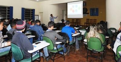 CPRM participa de feira tecnológica da Fundação Educacional Caeté