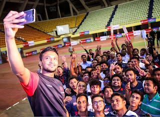 Shakib Al Hasan With His Fans (Selfie)