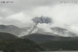 Vulcão entra em erupção no sul do Japão