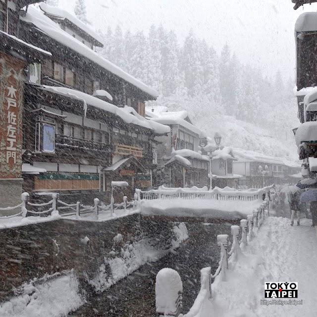 【銀山溫泉】超浪漫溫泉鄉 走進白雪紛飛的童話世界