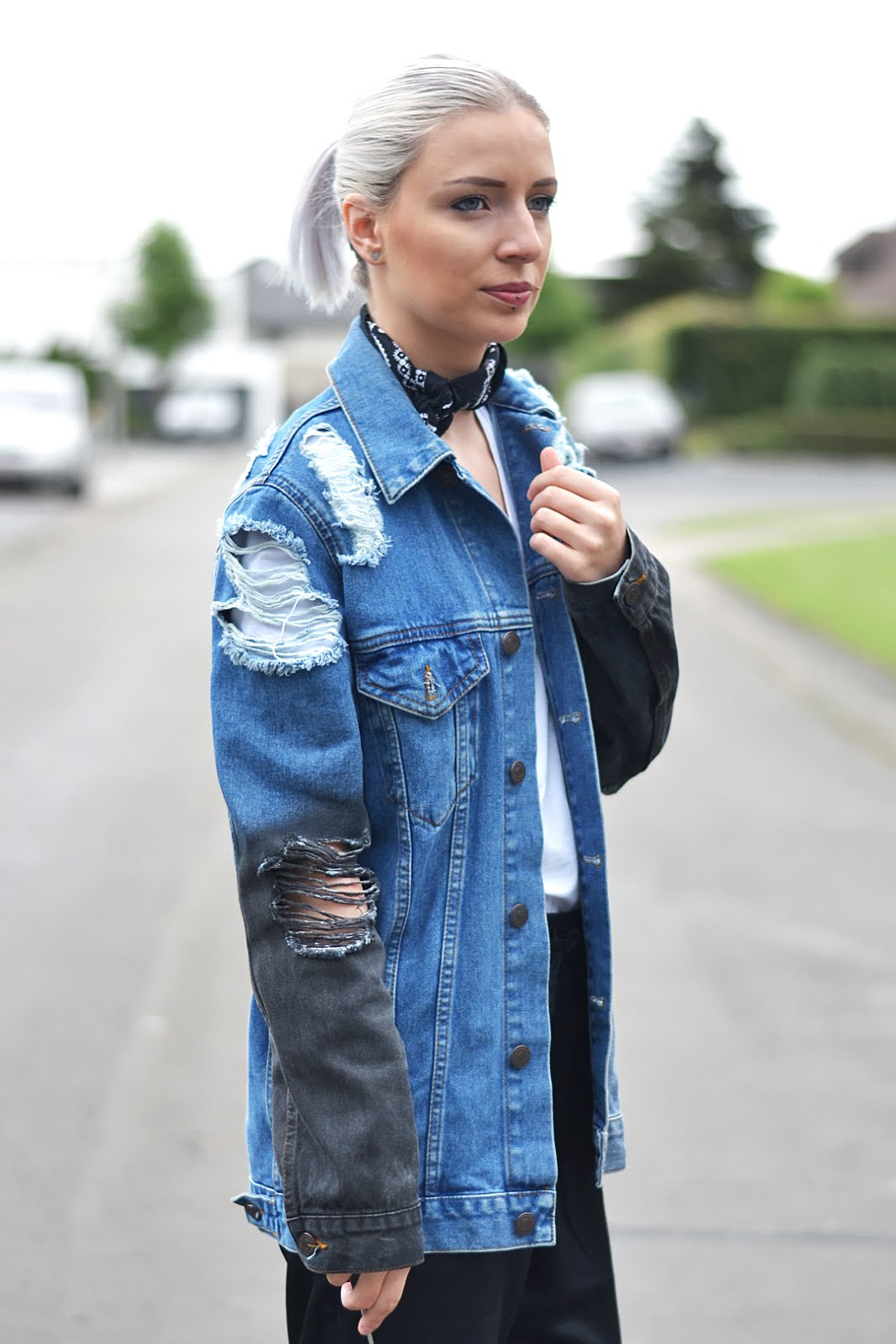 Vans x nintendo sneakers, ripped denim, asos, joggers, bandana, neck scarf, outfit, street style, belgian blogger, belgische mode blogger