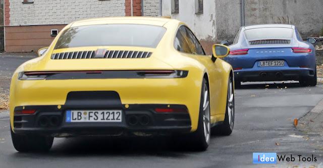 もうすぐ発表?ポルシェ「911」の現行型と未発表の新型が2台で一緒に走る姿を目撃!
