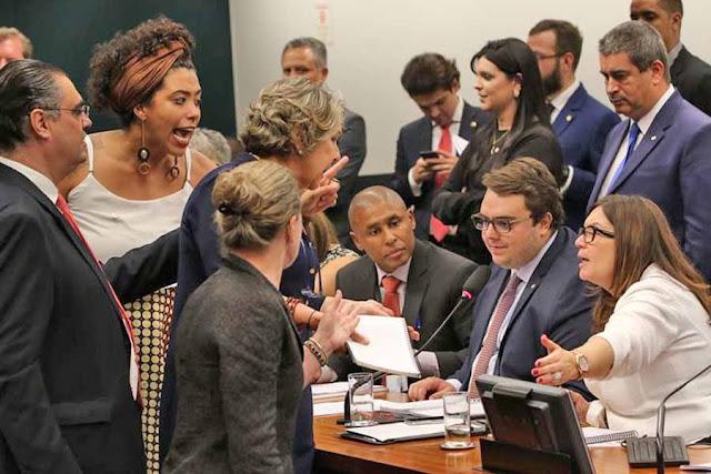 Vitória do governo na CCJ com parecer sobre a reforma da Previdência