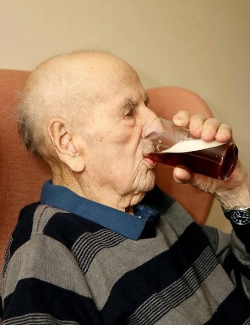 Los secretos de una larga vida, según el inglés más viejo