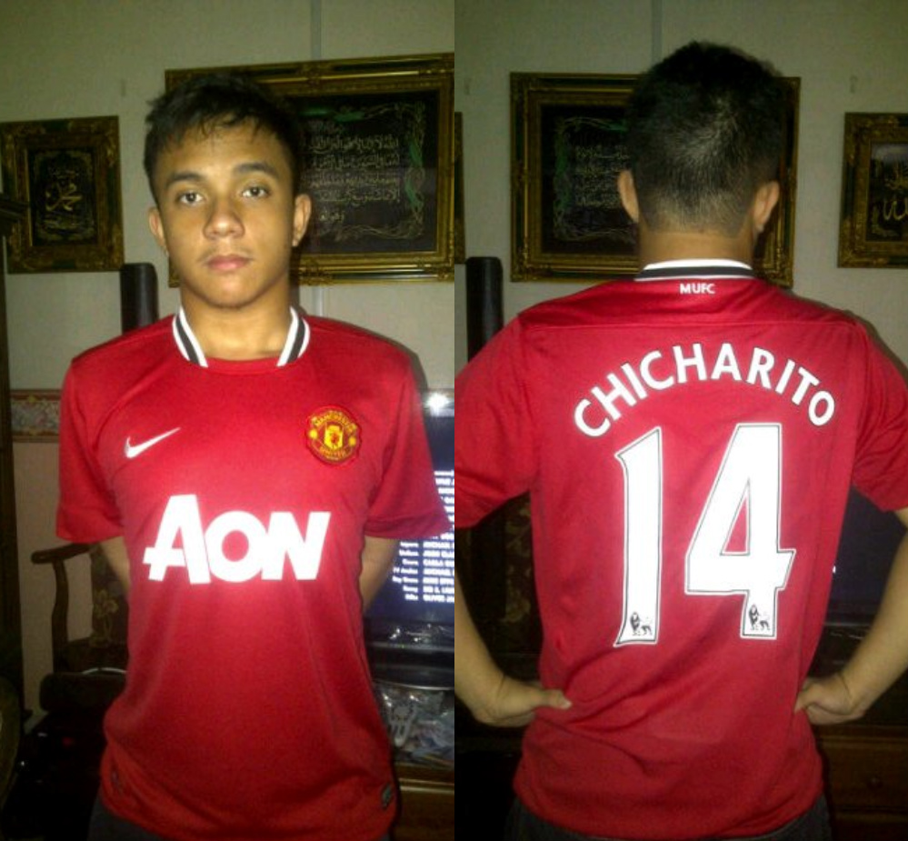 Chicharito or Javier Hernandez  s Manchester United Home Kit 2011 2012  -) 57bb90840