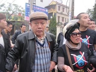 Đặng Bích Phượng trong cuộc biểu tình ngày 17/7