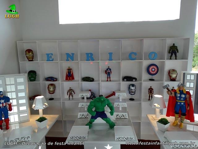 Mesa temática infantil Os Vingadores em provençal com escaninhos - Festa de aniversário