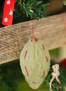 http://clarabelen.com/inspiraciones/118/adornos-para-arbol-de-navidad-hojas-secas-cosidas/