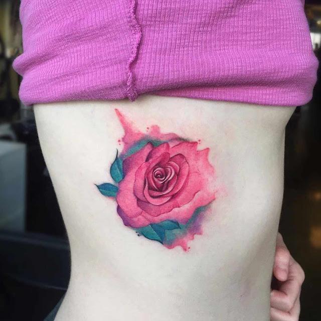 Tatuagens femininas de flores