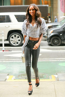 Jasmine-Tookes-Arriving-at-the-Victorias-Secret-fitting-_031+%7E+SexyCelebs.in+Exclusive.jpg