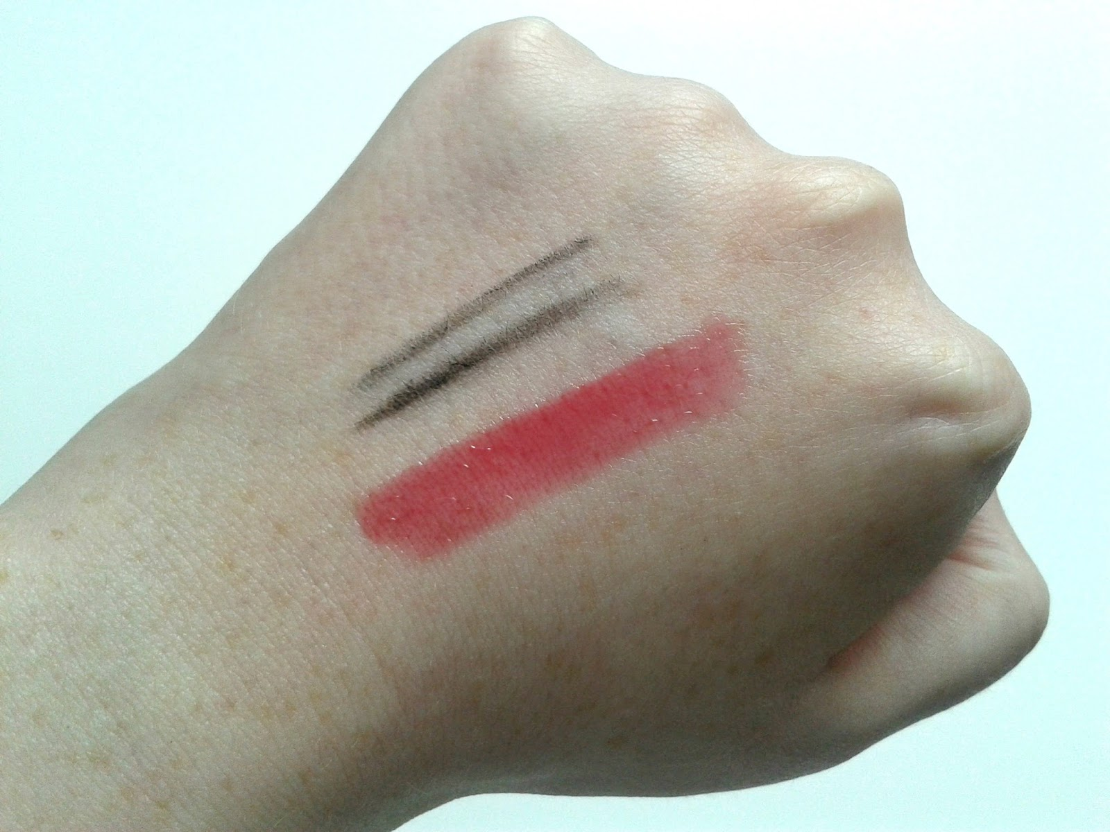 Daniel Sandler Grey Velvet Waterproof Eyeliner Estee Lauder Pure Colour Lip Gloss in Brazen Berry Shine Swatches Beauty Review
