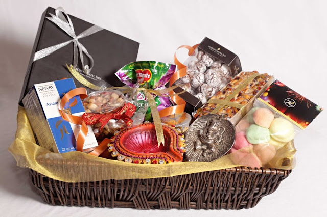 Let's gift someone these amazing gift hampers