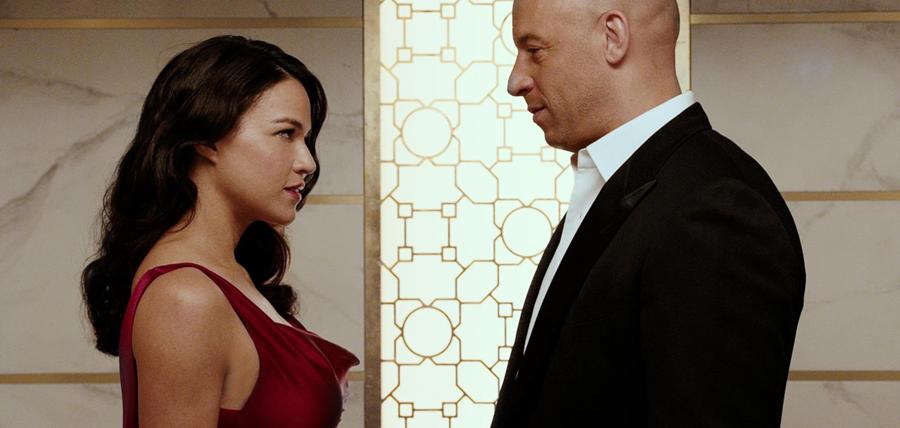 Michelle Rodriguez (Letty) şi Vin Diesel (Dom) în Furois 7