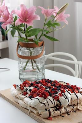 pavlova kakku resepti liljat leivonta