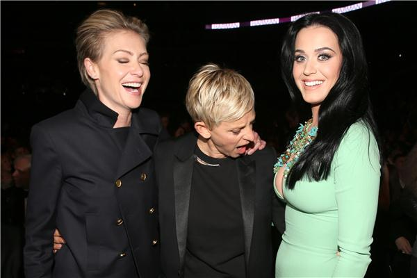 Ellen staring at Katy Perry's breasts.