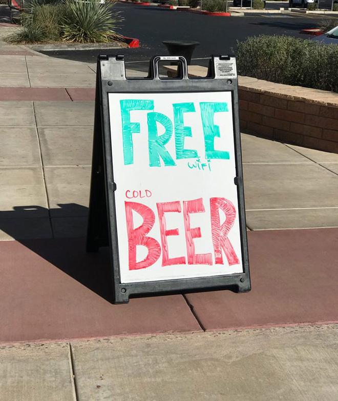 Wifi miễn phí và bia lạnh, chứ không phải bia miễn phí! Không hẳn là lừa đảo nhưng dễ khiến khách hàng khó chịu