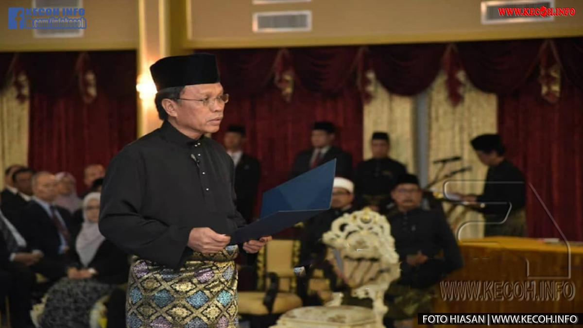 Datuk Seri Mohd Shafie Apdal Sah Ketua Menteri Selepas Mengangkat Sumpah Tapi  Tan Sri Musa Aman Enggan Dan Nafi Letak Jawatan