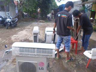 Service AC (Air Conditioner) Split - Padang