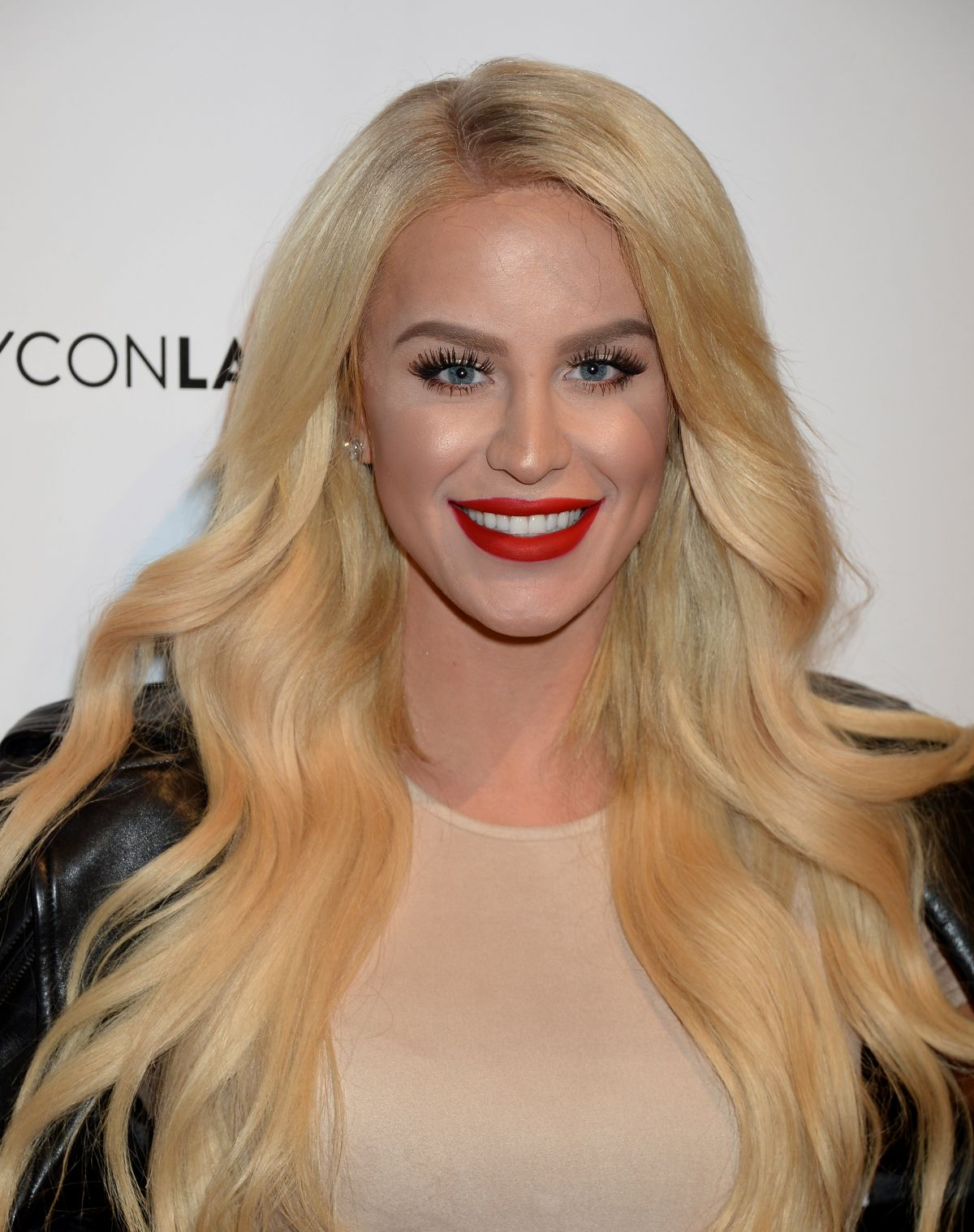 HD Photos of Gigi Gorgeous at 2016 Beautycon Festival in Los Angeles