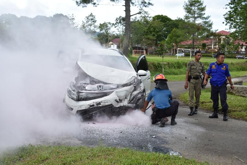 Brak…! Honda B-RV Kepala SMK  Liwa Hantam Daihatsu Xenia