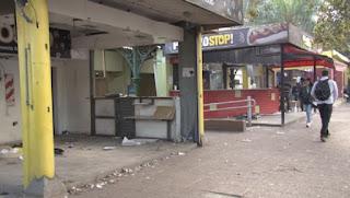 Cierre de comercios en el frente de la estación de Monte Grande