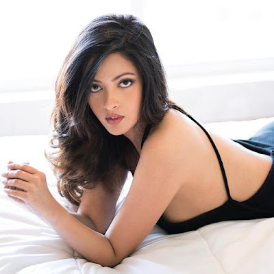 Bollywood Hot Actress Riya Sen shares bold photos on Intragram