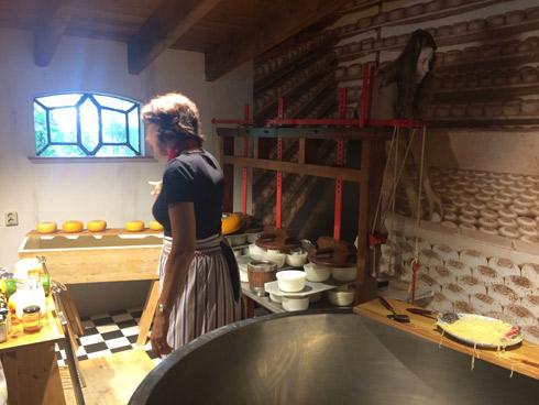 Visitamos la fábrica de quesos Henri Willig. Volendam. caravaneros.com