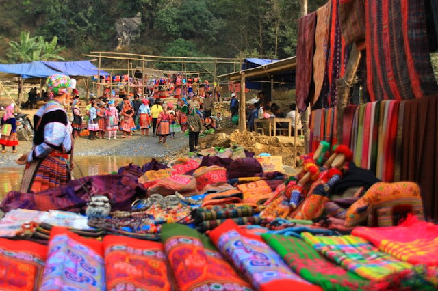 What is so special about the highland markets in Sapa? 4