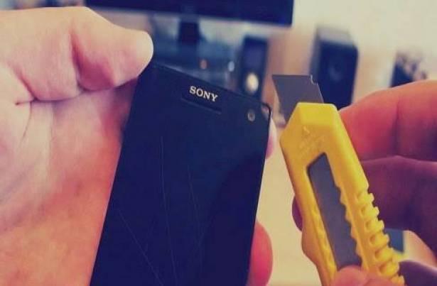 """3 حلول """"سحرية"""" لإزالة خدوش شاشات الهواتف وإعادتها لأصلها .. هل تصدق تاكد بنفسك !"""