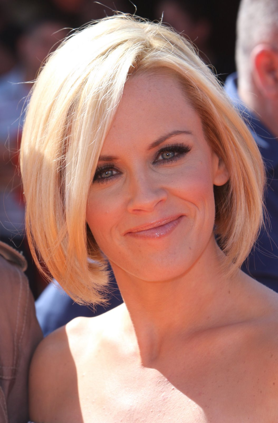 short hairstyles: medium short hairstyles