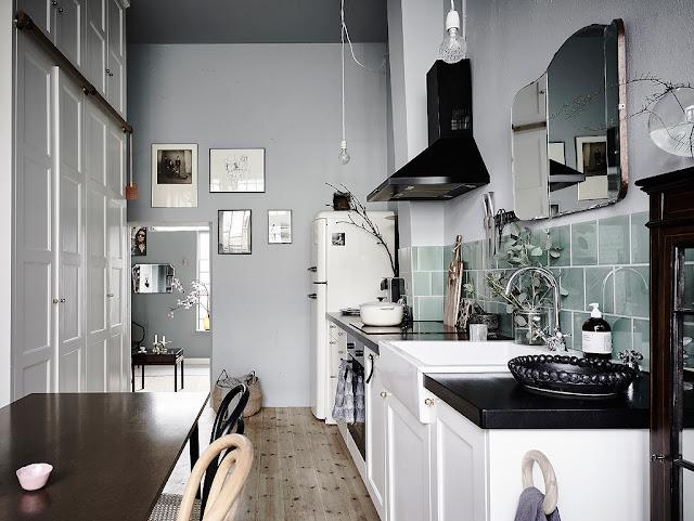 Charmant im skandinavischen Design eingerichtet - antike und moderne Einrichtung verquickt