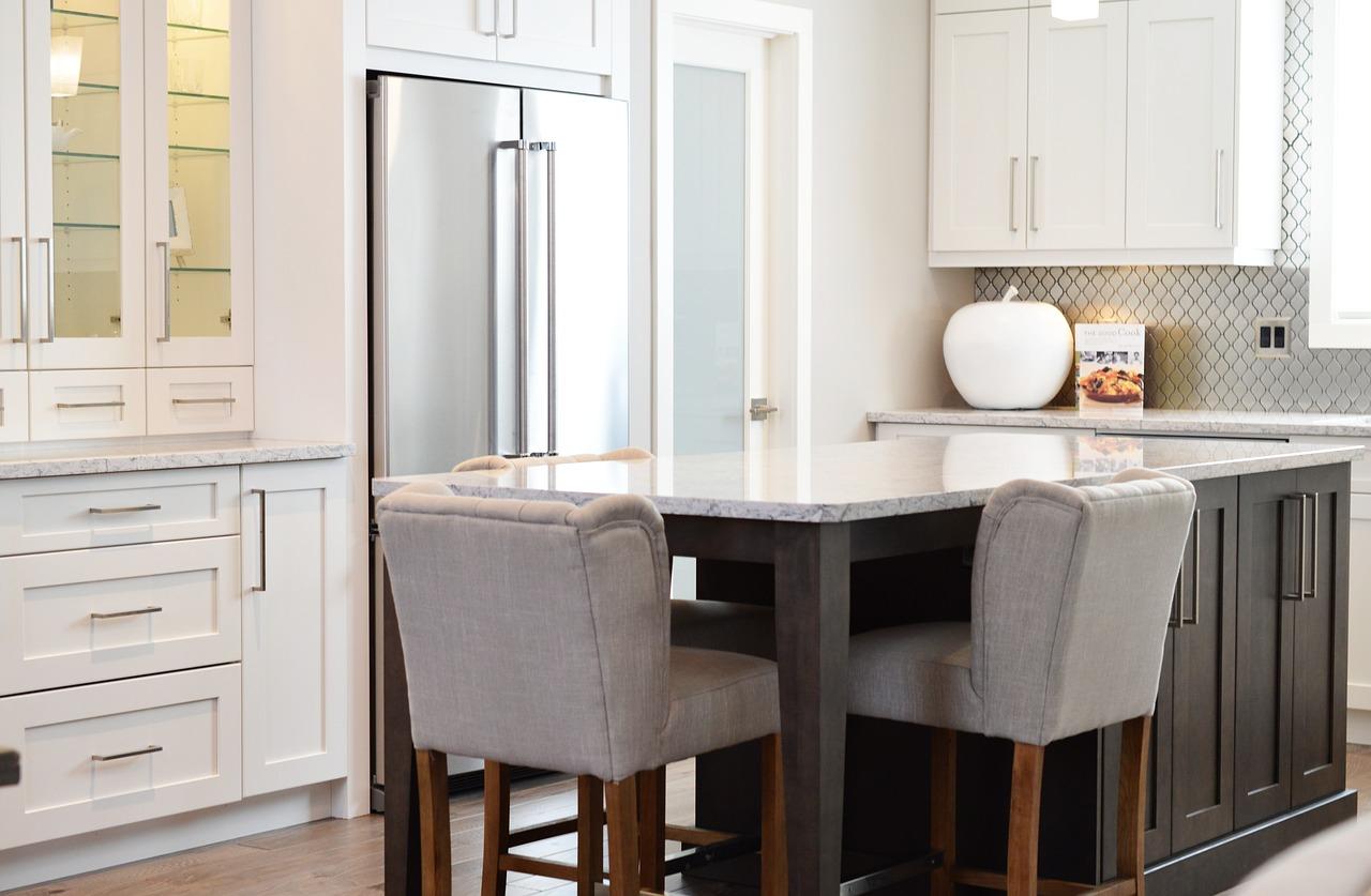 Urządzanie mieszkania - krzesła designerskie kuchnia
