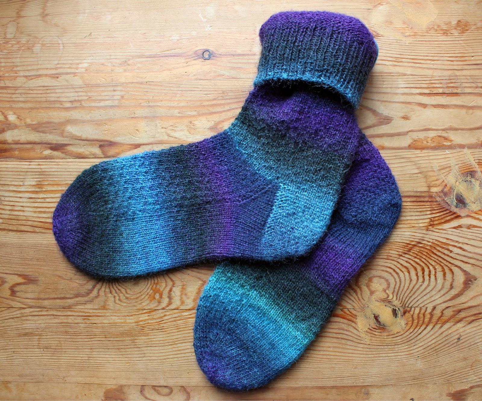 The Butterfly Balcony: Knit It - Star Trek Socks