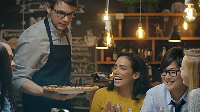 (Pengalaman Fithew) Jika Kamu Melamar di Posisi Waiter, Inilah yang Harus Kamu Lakukan