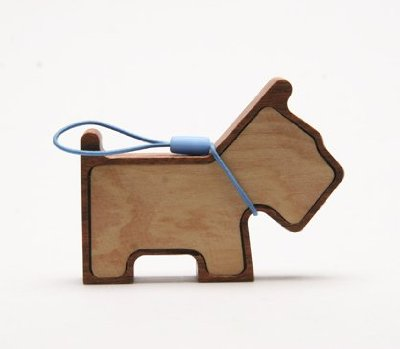 If It's Hip, It's Here (Archives): Tiny Wooden Pet Speaker