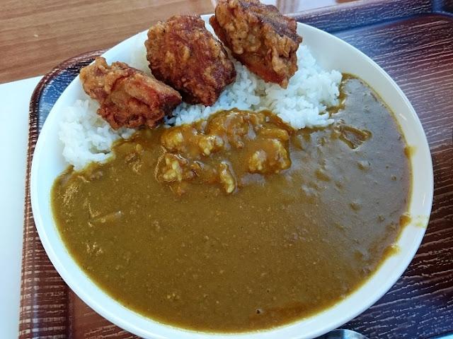 チキン唐揚カレーの写真