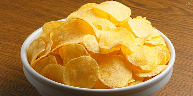 Домашние картофельные чипсы.