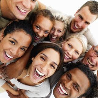 Personas alegres y con actitud positiva viven más años