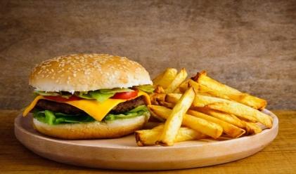 hamburgers avec des frites