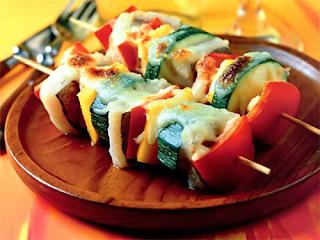 Рыбный шашлык с сыром и овощами